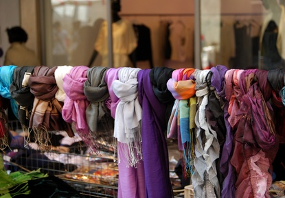 Mode auf dem Trödelmarkt
